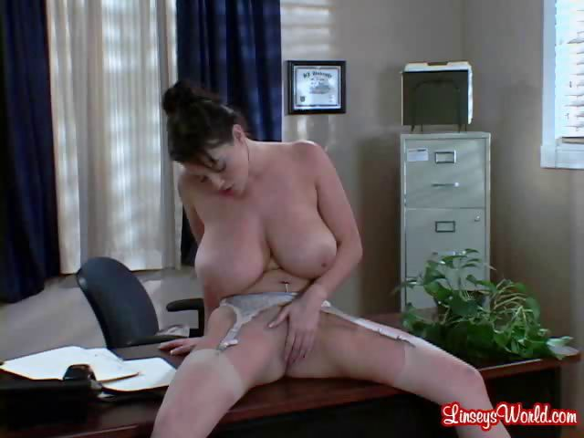 Porn Tube of Linsey: Secretary At Work