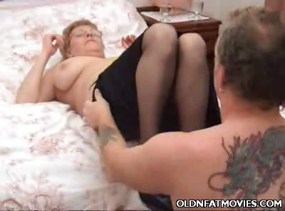 Porno Video of Kay Dishes Out Her Mature Cunt