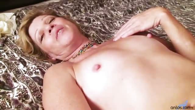 Porno Video of Hairy Amateur Milf Awesome Vibrator Fucking