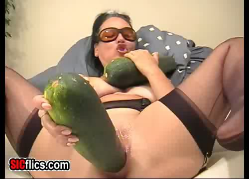 Porno Video of Extreme Giant Vegetable Penetration