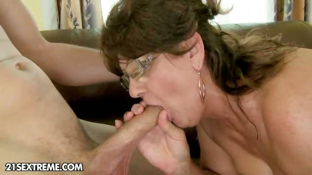 Porno Video of A New Granny