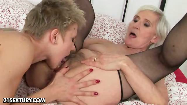 Sex Movie of Good Night Kiss From Granny