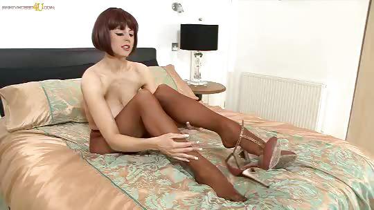 Porno Video of Louise Jenson - Designed For Delight!