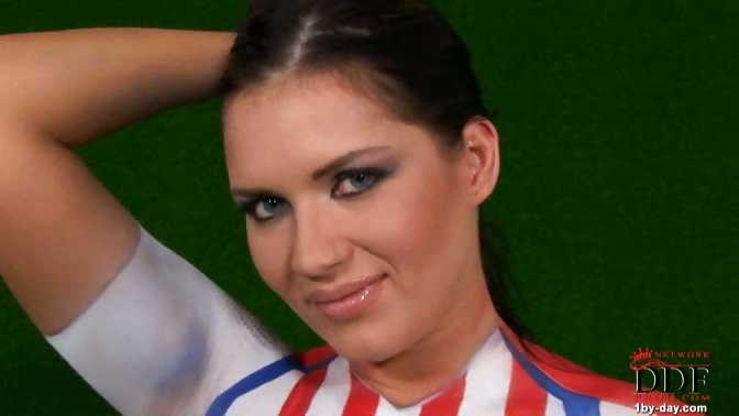 Porno Video of Beautiful Babe Veronica Da Souza Painted Her Naked Tits & Hairy Pussy In The Colors Of Paraguay & She Poses With A Ball. The Hot Babe Loves Her Team, So No Wonder She Does Everything For It...