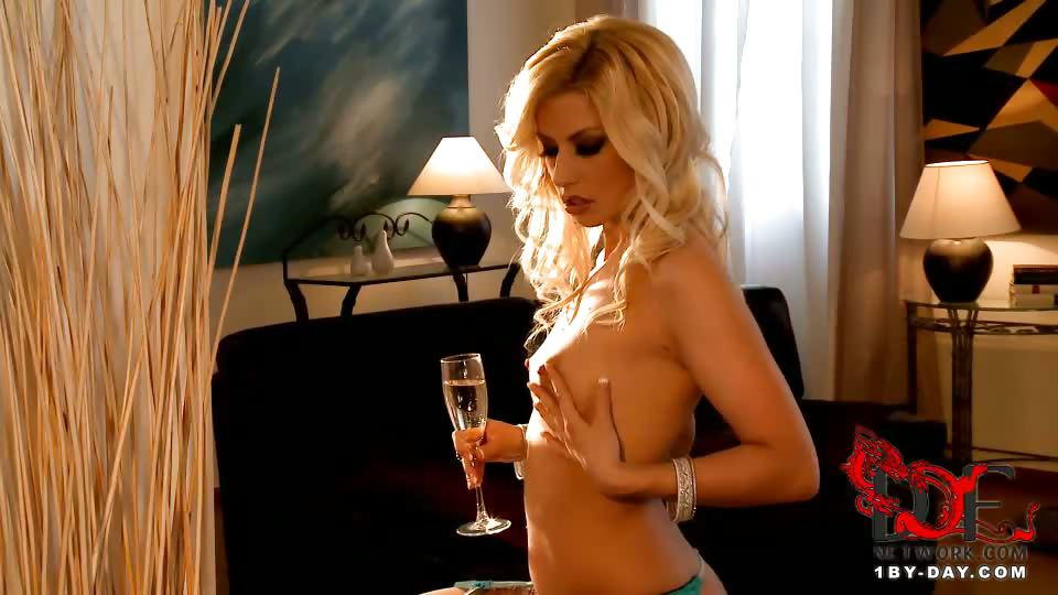 Porno Video of Get Acquainted With Newbie Jessie Volt As She Gives Us A Lovely Show. Beautifully Dressed In A Turquoise Minidress And Black Lace Top, Beige Stockings, And Black Stiletto Pumps, Maybe For A Night On The Town To Enjoy Dinner With Some Big-cocked Stud And T