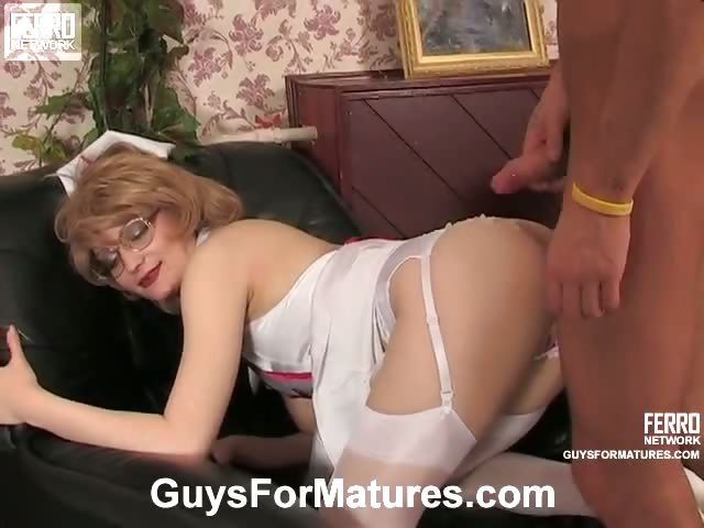 Porno Video of Mischievous Mature Nurse Showing A New Fucking Treatment To Well-hung Guy