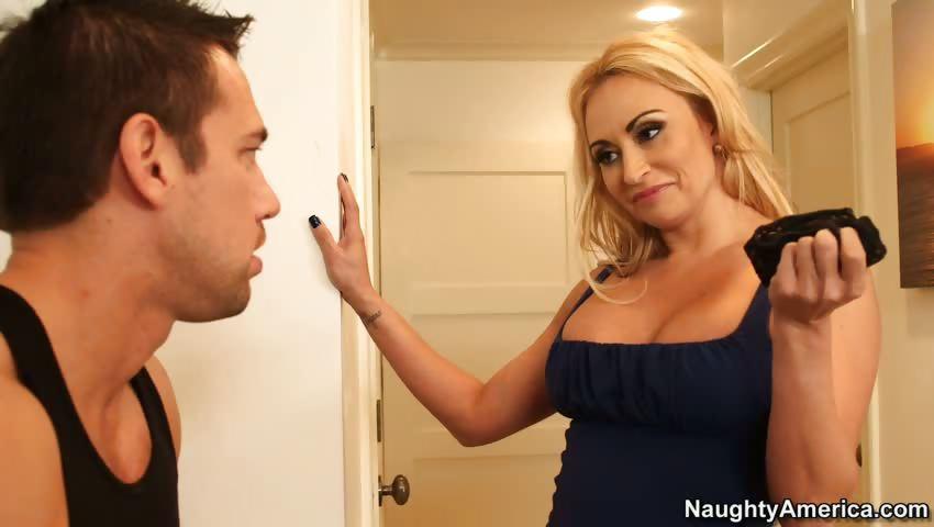 Porno Video of Claudia Valentine