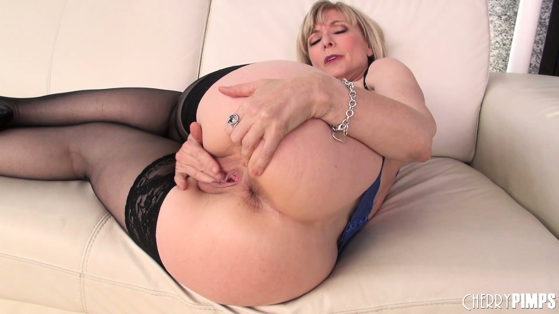 Porno Video of Mature Blonde Hottie Nina Hartley Puts On A Hot Solo In Her Sexy Stockings