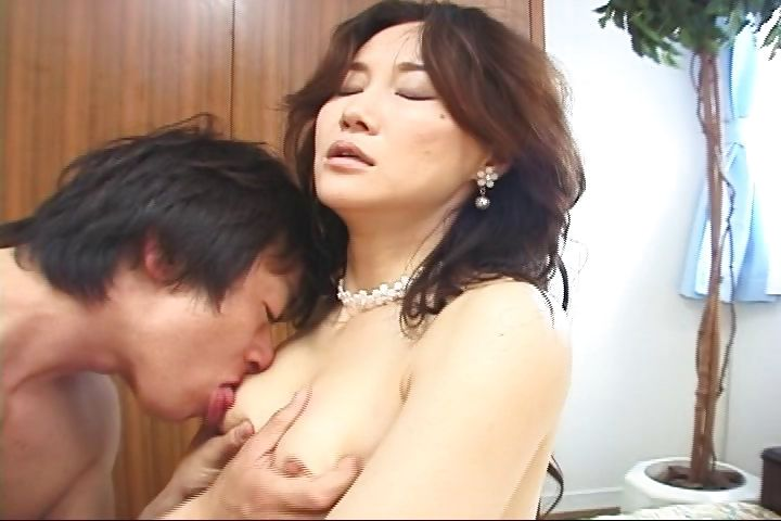 Porno Video of Petite Asian Woman Gets Her Trimmed Pussy Plowed From Behind