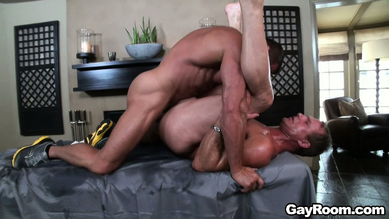 Porn Tube of Muscular Hunk Tears His Oiled Up Man A New One By Fucking Him Raw