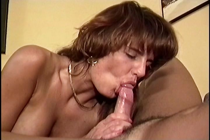 Sex Movie of Amateur Housewife Gives Up The Vacuuming And Sucks On Hubby's Cock Instead And Gets Fucked
