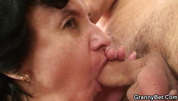 Porno Video of Flabby Granny Rides