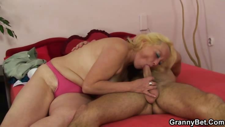 Sex Movie of Hard Screwing Granny Cocksucker