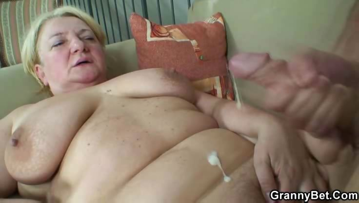 Sex Movie of Stiff Young Dick In Granny