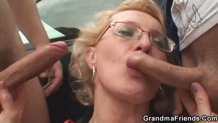Porn Tube of Granny On A Blanket Outdoors Fucking