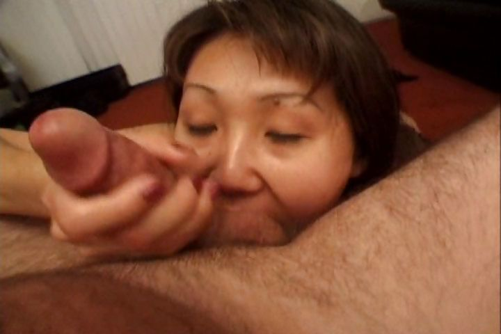 Sex Movie of Mature Asian Housewife Give Him A Hot Blowjob And Says Ahhh To His Cum