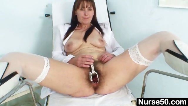Porno Video of Mature Mom Karin Shows Off Hairy Pussy Extreme