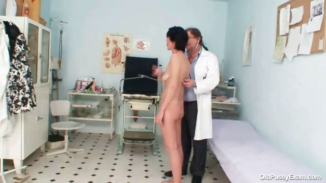 Porno Video of Skinny Milf Weird Pussy Fingering By Gyno Doctor