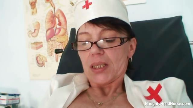 Porno Video of Aged Amateur Mom Wears Glasses And Latex Uniform