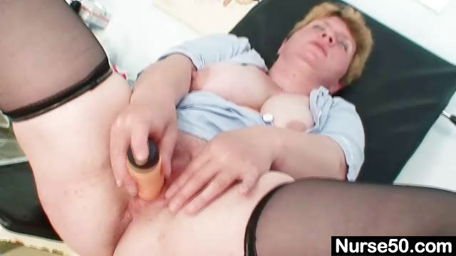 Porno Video of Unpretty Chubby Mature Toys Herself With Gyno Speculum